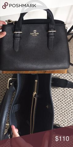 Kate spade purse Perfect condition only used once! Willing to negotiate :) Bags Crossbody Bags