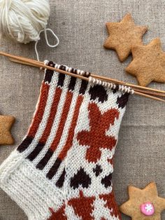 Piparisukka KAL Knitting Socks, Christmas Stockings, Knit Crochet, Holiday Decor, Knits, Inside Shoes, Knit Socks, Needlepoint Christmas Stockings, Ganchillo