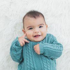 suéter bebê unissex em tricô de tranças verde - tricô com trama linda de tranças pra um lookinho estiloso, moderno e quentinho. Confeccionado em algodão. #modabebe #trico #modainfantil #bebeestiloso #tricot #lookdebebe #fashionbaby #bebemoderno #conforto #modaescandinava #escandinavo #estilonórdico #inverno #fofura #estiloescandinavo #sueterbebe #bebevintage