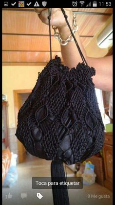 Limosnera de macrame Macrame Purse, Macrame Knots, Macrame Jewelry, Weaving, Handbags, Purses, How To Make, Crafts, Diy