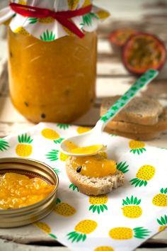 Confiture tropicale met ananas, mango en passievruchten Macarons, Mango, Muffin, Breakfast, Sweet, Desserts, Recipes, Food, Pineapple