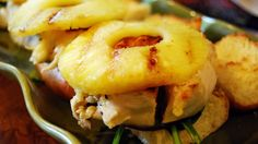 Grilled Chicken Pineapple Sliders Recipe - Marinated grilled chicken breast, grilled sliced pineapple, red onion, and lettuce are sandwiched between sweet Hawaiian bread rolls. Marinated Grilled Chicken, Grilled Chicken Recipes, Grilled Meat, Barbecued Chicken, Grilling Chicken, Healthy Chicken, Hawaiian Bread Rolls, Pineapple Chicken, Hawaiian Chicken