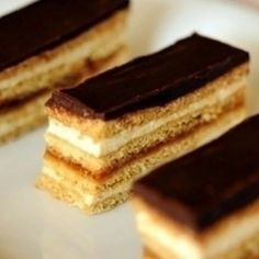 Grízes-mézes süti   Nosalty Honey Recipes, Sweets Recipes, Desert Recipes, Cooking Recipes, Hungarian Desserts, Hungarian Recipes, Cakes And More, No Bake Cake, Sweet Tooth