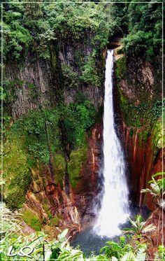 Catarata Bajos del Toro Amarillo, Costa Rica. Impresionante! Foto de Luis Quesada.