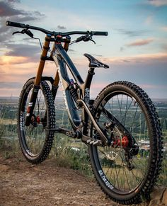 Learning to ride a bike is no big deal. Learning the best ways to keep your bike from breaking down can be just as simple. Best Mountain Bikes, Mountain Bike Trails, Bufoni, Mt Bike, Bmx Bicycle, Montain Bike, E Mtb, Geocaching, Mtb Trails