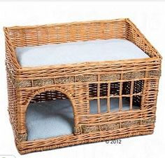 Total size: 56 cm x 36 cm x 36 cm/42 cm (L x W x H front/back) Lying surfaces: 52 x 31 cm (L x W) Entrance size: W 19 cm x H 18 cm Cushion material: 100% Polyester Washable at up t
