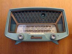 Oceanic multi-band radio, c. Radio Record Player, Record Players, Mid Century Art, Mid Century Design, Poste Radio Vintage, Retro Radios, Radio Wave, Transistor Radio, Old Tv