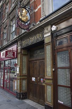 Punch Tavern, 99 Fleet Street, London
