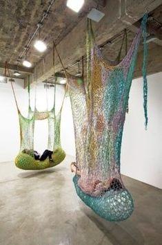 Ernesto Neto large scale crochet art installation - New Deko Sites String Installation, Art Installations, Art Au Crochet, Free Crochet, Instalation Art, Yarn Bombing, Oeuvre D'art, Textile Art, Fiber Art