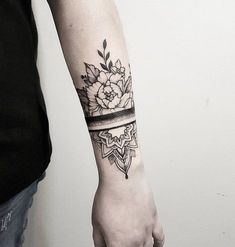Flower attached to and throughout wrap tattoo on sleeve leading up around shoulder? Trendy Tattoos, New Tattoos, Body Art Tattoos, Hand Tattoos, Cool Tattoos, Gorgeous Tattoos, Tatoos, Tricep Tattoos, Drawing Tattoos