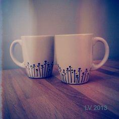 Sharpie mug, DIY, black white, mok versieren, porseleinstift Sharpie Projects, Sharpie Crafts, Diy Mugs, Diy Sharpie Mug, Ceramic Painting, Diy Painting, Homemade Art, Idee Diy, Painted Wine Glasses