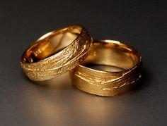 Alexandra Baum Schmuck Design Frankfurt Struktur Ring Naturmaterial Gras Silber Gold Trauringe Platin Palladium Weißgold Rotgold Oberflächenstruktur Goldplattierung