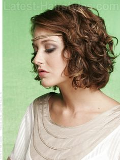 Short curly haircuts make sophisticated and stylish look to women's appearance. In this article you will find 20 New Short Curly Hair Styles that we chose for. Medium Length Wavy Hair, Short Wavy Hair, Curly Hair Cuts, Curly Hair Styles, Short Curls, Wavy Bobs, Long Curly, Wave Perm Short Hair, Loose Curl Perm