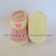 €17. Warm Crochet Booties for the Little Girl 6-9 months old. Ready to ship.