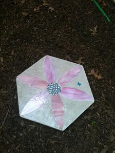 home made pink flower stepping stone using hand cut stained glass Mosaic Glass, Stained Glass, Mosaic Stepping Stones, Garden Stones, Backyard Landscaping, Pink Flowers, Garden Ideas, Outdoors, Homemade