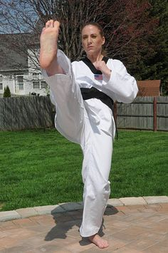 Search from 60 top pictures and royalty-free images from iStock. Find high-quality stock photos that you won't find anywhere else. Female Martial Artists, Martial Arts Women, Strong Women, Fit Women, Girl Soles, Karate Girl, Women's Feet, Fitness Models, Female Fitness