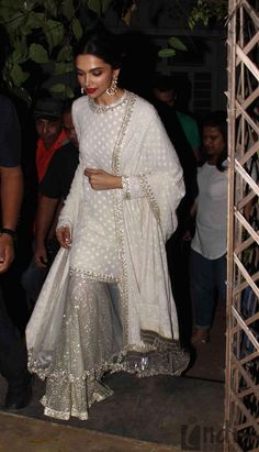 Deepika looks stunning! Eid Outfits, Pakistani Outfits, Indian Outfits, Wedding Outfits, Wedding Themes, Wedding Colors, Wedding Dress, Fashion Outfits, Indian Attire
