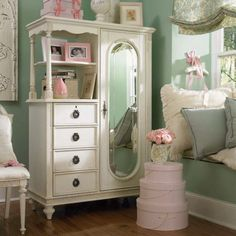 Vintage Shabby Chic Girl's Bedroom