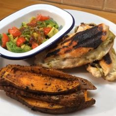 The Body Coach:Chicken pesto & mozzarella with sweet potato wedges and Avocado & sweet chilli dip! #leanin15