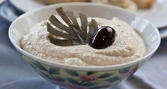 Delicious homemade fine Greek white taramasalata, easy and very quick to make in just 5 minutes, to accompany your ouzo and your meze. Greek Recipes, Quick Recipes, Cooking Recipes, Appetizer Salads, Appetizer Recipes, Soda Bread, Appetisers, Food Processor Recipes, Dips