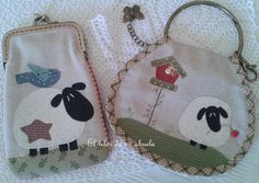 Monederos Y Llaveros Con Anillas. Felt Purse, Coin Purse, My Bags, Purses And Bags, Japanese Patchwork, Fabric Pictures, Key Covers, Art N Craft, Patch Quilt