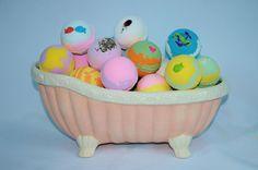 Bath Bomb Fizzy.. 14 Pack of Fizzies 2.5oz. Assorted Scents & Colors  Lot. #bumblebeessss