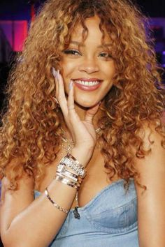 25 Haircuts for Long Curly Hair - Trend Frisuren Curly Hair Styles, Curly Hair With Bangs, Long Hair Cuts, Hairstyles With Bangs, Natural Hair Styles, Rihanna Hairstyles, Curly Haircuts, Hairstyle Ideas, Bangs Hairstyle