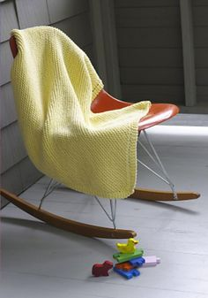 Looking for some quick and easy knitting projects for baby? Cast on one (or all) of these 10 free knitting patterns for baby blankets - suitable for beginners and advanced beginner knitters. Easy Knit Baby Blanket, Knitted Baby Blankets, Red Blanket, Knitted Scarves, Blanket Cover, Crochet Blankets, Sweater Knitting Patterns, Crochet Patterns, Blanket Patterns