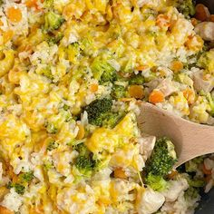 CHEESY CHICKEN AND RICE is made in only one skillet pan! Chunks of seasoned chicken, carrots, broccoli, and rice simmer in chicken broth. Sprinkle with cheese and serve this delicious dinner. Chocolate Cake Mixes, Chocolate Chip Oatmeal, Oven Cooking, Cooking Recipes, Cheesy Chicken, Chicken Rice, Easy Pasta Salad Recipe, 9x13 Baking Dish, Broccoli Rice