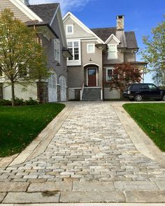 Building: A Stone Driveway - Jumbo Big Dig Cobbles lend just the right amount of texture and patina to the beautiful coastal pro - Cobblestone Driveway, Driveway Paving, Driveway Entrance, Garden Paving, Circular Driveway, Driveway Landscaping, Asphalt Driveway, Garden Ideas Driveway, Driveway Design