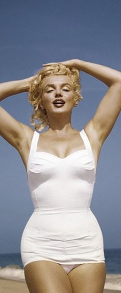 1957: Beach fun with Marilyn Monroe …. #marilynmonroe #pinup #monroe #normajeane #iconic #sexsymbol #hollywoodlegend #hollywoodactress #1950s