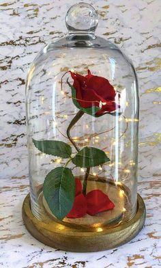 Tutorial: Rosa Encantada (La Bella y la Bestia) / Enchanted Rose DIY (Beauty and the Beast) Beauty And The Beast Diy, Beauty And Beast Birthday, Beauty And Beast Wedding, Diy Beauty, Enchanted Rose, Quince Decorations, Wedding Decorations, Deco Noel Disney, Tutorial Rosa