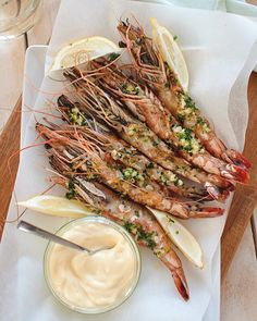 Great Recipe: Grilled prawns with garlic butter and alioli Dutch Recipes, Great Recipes, Pasta, Tapas, Grilled Prawns, Bbq, Lemon Kitchen, Prawn Recipes, Seafood Appetizers
