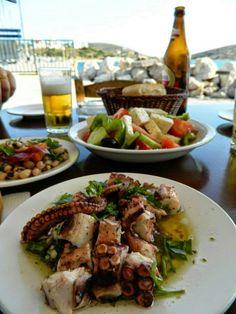 On Lipsi Island, Greece (just picture) Santorini, Seafood Recipes, Vegetarian Recipes, Greek Diet, Greece Food, Grilled Meat, Mediterranean Recipes, Greek Recipes, Cravings