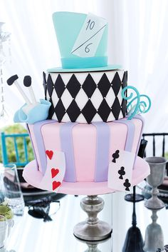 Pin for Later: 50 Beautiful Birthday Cake Ideas For Girls Mad Hatter Cake Rafi's Pastry in LA created this magical cake for an Alice in Wonderland-themed bash. Mad Hatter Cake, Mad Hatter Party, Mad Hatter Tea, Mad Hatters, Alice In Wonderland Birthday, Alice In Wonderland Tea Party, Alice Tea Party, Tea Party Birthday, Cake Birthday