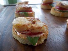Snackers Delight: Tomato Basil Sea Scallop Croustini with Sriracha C...