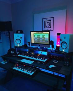 Music Studio Decor, Home Recording Studio Setup, Home Studio Setup, Studio Desk, Home Studio Music, Studio Interior, Instru Rap, Vagas Home Office, Mesa Home Office
