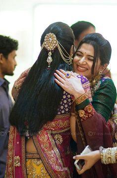 32 Ideas for dress indian style hair Saree Hairstyles, Indian Wedding Hairstyles, Ethnic Hairstyles, Bride Hairstyles, Bridal Hairstyle Indian Wedding, Bridal Hairdo, Flower Hair Accessories, Wedding Hair Accessories, Bridal Makeover