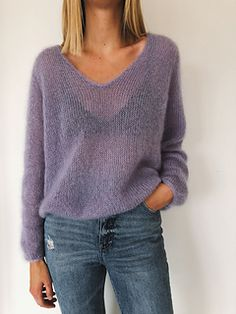 The Cumulus Blouse is worked from the top down in stockinette stitch with two strands of thin mohair/silk yarn held together throughout. Sweater Knitting Patterns, Knitting Designs, Knitting Sweaters, Women's Sweaters, Pull Mohair, Raglan Pullover, Jackets For Women, Sweaters For Women, Winter Sweaters