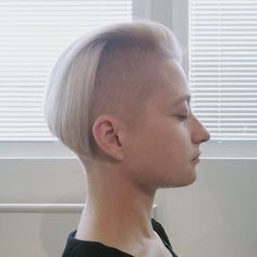 Shaved Undercut, Shaved Nape, Shaved Sides, Girls Short Haircuts, Haircuts For Men, Bob Haircuts, Half Shaved Head Hairstyle, Short Hair Cuts, Short Hair Styles