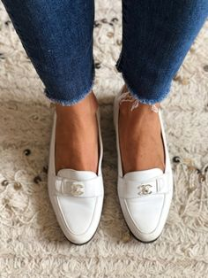 6495da7e96d Vintage CHANEL CC Silver TURNLOCK Logo White Leather Loafers Flats Driving  Shoes Smoking Slippers Ba Silver
