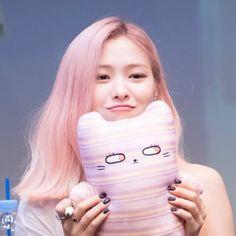 Kpop Girl Groups, Korean Girl Groups, Kpop Girls, Pink Aesthetic, These Girls, New Girl, South Korean Girls, Girl Crushes, Mini Albums