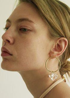 Cute Jewelry, Modern Jewelry, Jewelry Art, Beaded Jewelry, Unique Jewelry, Fashion Jewelry, Jewelry Ideas, Flower Earrings, Crystal Earrings
