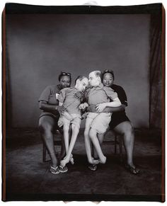 Bruce and Brian with their nurses, Teresa and Tille- Mary Ellen Mark (from her book Twins) 2001 Mary Ellen Mark, Amazing Photography, Street Photography, Portrait Photography, Vivre A New York, Don Delillo, Polaroid, Nordic Lights, Diane Arbus