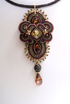 Soutache Pendant / bordeaux khaki brown old gold / by BeadsRainbow Soutache Pendant, Soutache Necklace, Soutache Tutorial, Beaded Jewelry, Handmade Jewelry, Passementerie, Embroidery Jewelry, Shibori, Jewelry Crafts