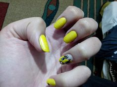 tweety nails : www.nailsbymada.blogspot.ro