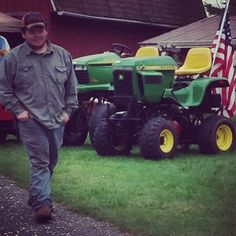 Lifted lawn mowers John Deere Garden Tractors, Small Tractors, Hobby Farms, Lawn Care, Lawn Mower, Monster Trucks, Building, Grass, Ideas