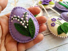 Feutre décor de Pâques fleurs violettes lilas oeufs de