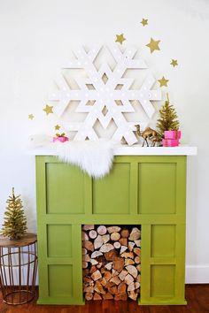 This giant snowflake marquee has us swooning! Perfect holiday decor.