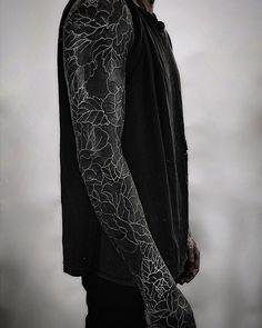 blackout tattoo ideas © tattoo studio The Circle London 💕💕💕💕 Black Sleeve Tattoo, Black Tattoo Cover Up, Cover Tattoo, Forearm Sleeve, Black Cover Up, All Black Tattoos, Solid Black Tattoo, Trendy Tattoos, Feminine Tattoos